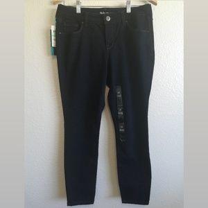 ⬇️ Curvy Fit Skinny Leg Jeans | Black Wash